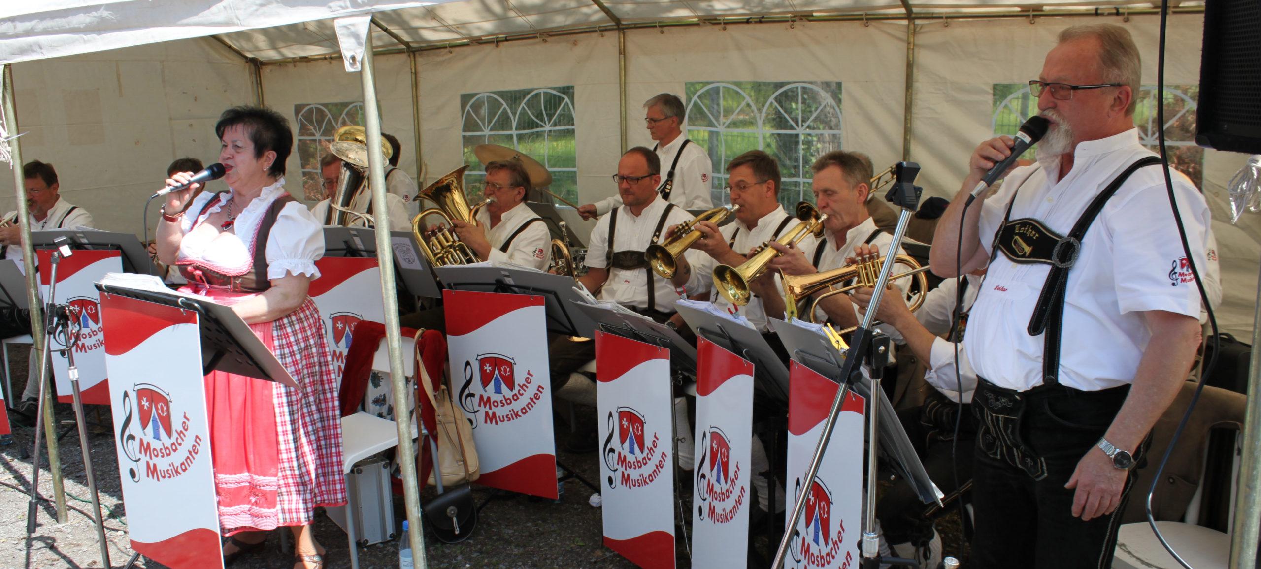 Mosbacher Musikanten bei Maifeier im Röhricheck_019